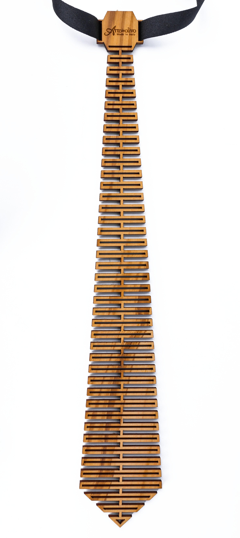 cravatta in legno di olivo