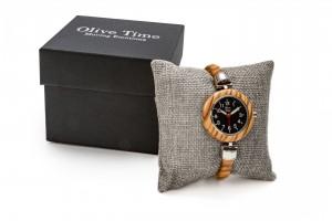 orologio da donna a bracciale in legno di olivo